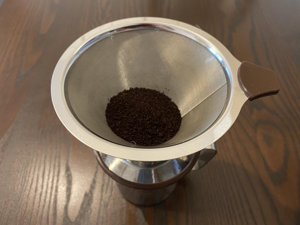 コーヒー粉とコーヒーフィルター